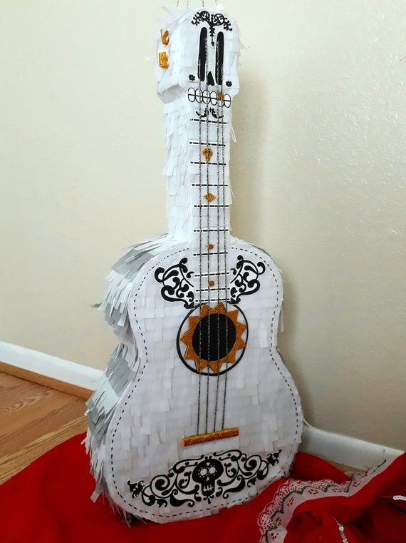 guitarra coco piñata