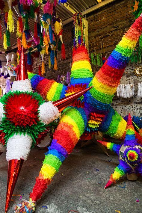 piñatas de colores multicolor