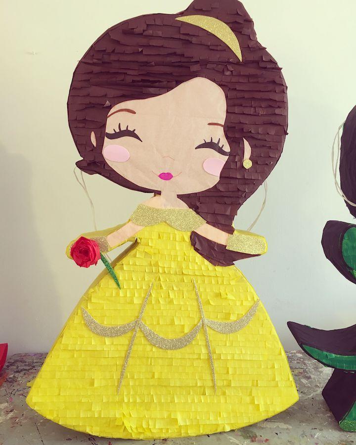pinatas de princesas amarilla
