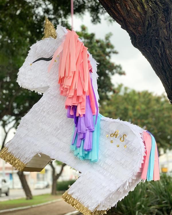 decoracion para pinata de unicornio