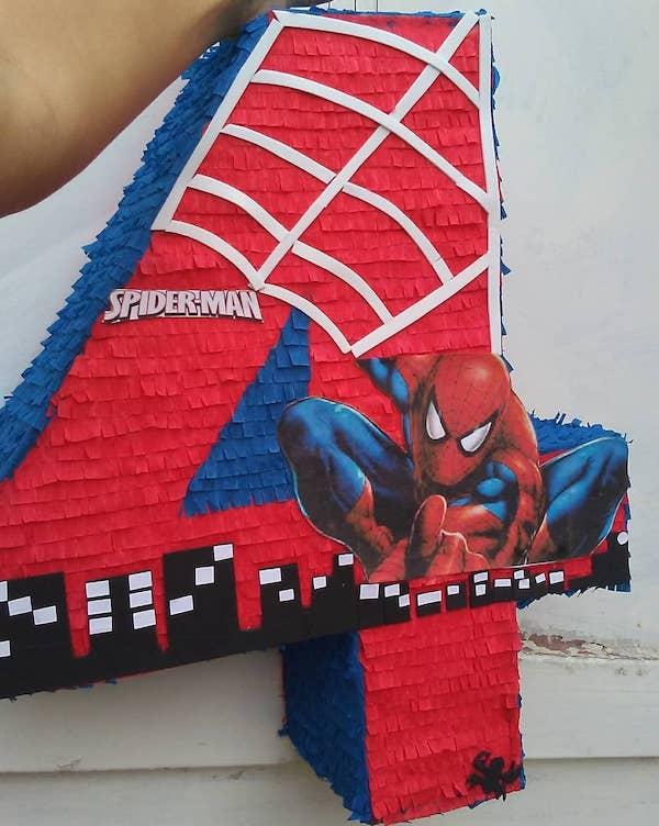 pinata de spiderman cuadrada