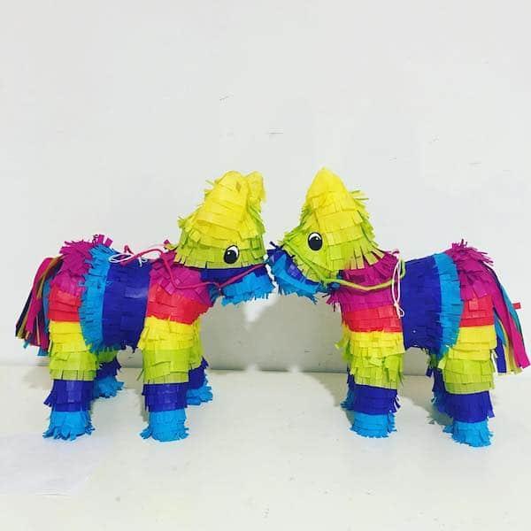 piñatas de burrito papel