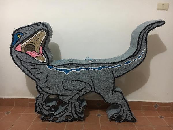 piñatas de dinosaurios velociraptor