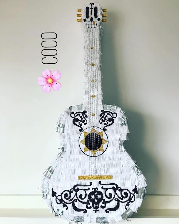 piñatas de guitarra coco