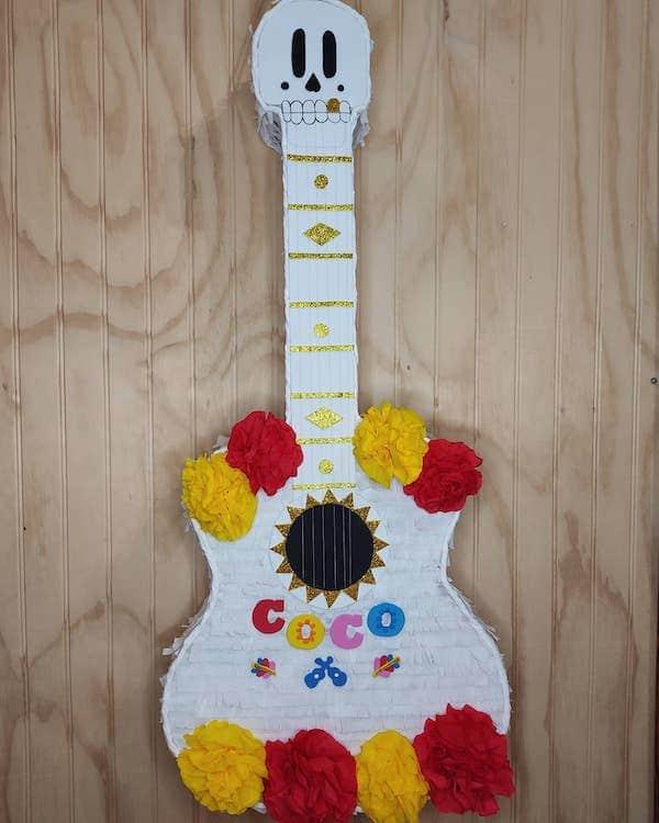 piñatas de la guitarra de coco