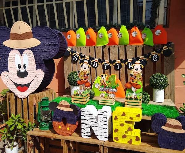 piñatas de mickey mouse safari