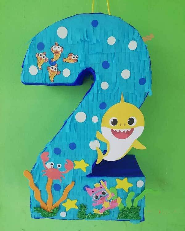 piñatas de numeros 2 baby shark