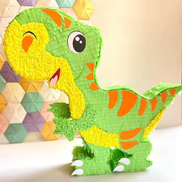piñatas en forma de dinosaurios